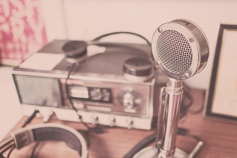 Radio, ascolti in calo. Riflessioni sul ruolo di questo media nel marketing mix.